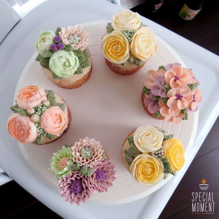+Vanilla chocolate flower buttercream cupcake for Friends/wedding cupcakes/cupcake decorating tips ... made by SPECIAL MOMENT