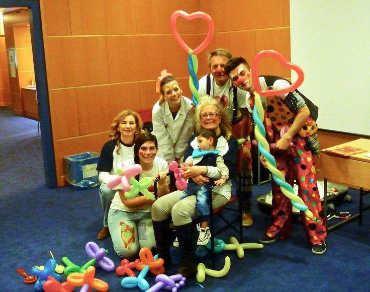 #Clown, bimbi, #volontari, palloncini e tanti colori...  è bello giocare tutti insieme! Con questo splendido scatto vi ricordiamo che basta poco per regalare tanta #felicità ai #bambini con #disabilità: basta mandare un #SMSsolidale al 45507 o chiamare da rete fissa lo stesso numero. Grazie! #campagnaSMS #FondazioneAriel #volontariato #solidarietà