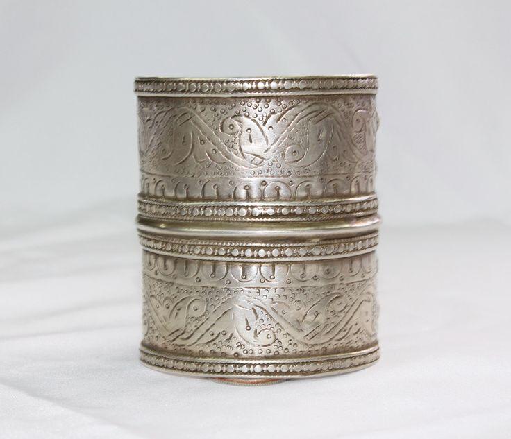 Antieke oude armband - Zilveren armband - Turkmen Manchet armband - Boho armband - Turkmeense sieraden - etnische Tribal unieke Manchet armband # B67 door BukharaTreasures op Etsy https://www.etsy.com/nl/listing/261082938/antieke-oude-armband-zilveren-armband