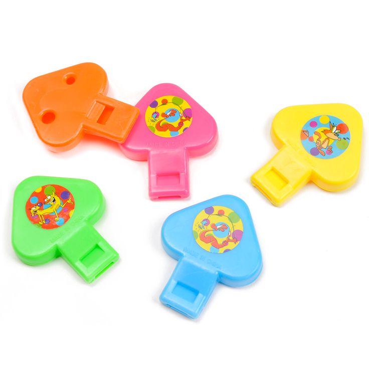 Blaas twee verschillende tonen door elk fluitje. De fluitjes hebben elk een andere kleur en een andere sticker. Leuk voor in de grabbelton. Afmeting:5,5 cm lang. - 2-toons Fluitje