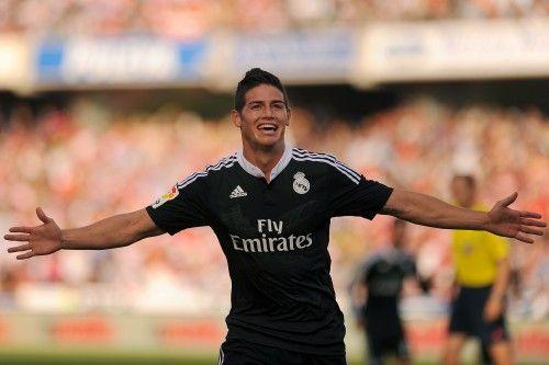 Real Madrid James Rodriguez HD Photos with black jersey Free Download - after scoring on Granada #jamesrodriguez #realmadrid