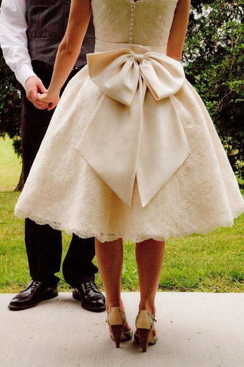 ideal vintage wedding dress with bow - its an obsession, bows are so cute!