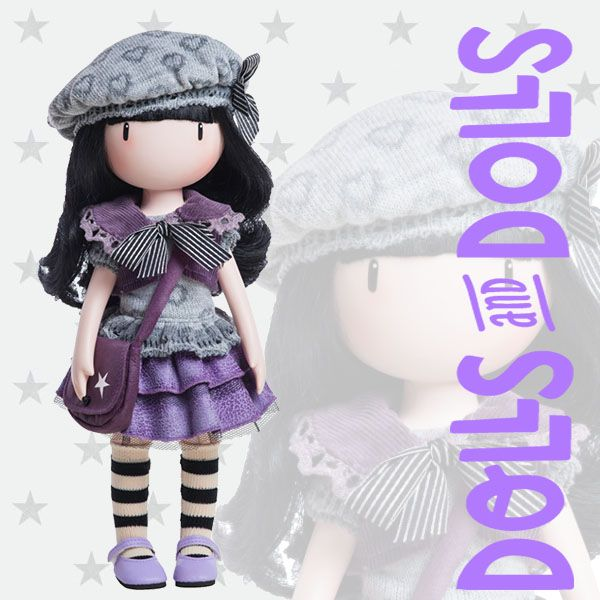 #LittleViolet está vestida con un look informal pero perfecto para la temperatura que nos acompaña en estos primeros días de otoño. Cubre su cabecita con una boina gris y debajo luce su abundante melena larga y negra con flequillo. El toque se lo da su precioso bolso bandolera con estrellas blancas y cierre de velcro, ¿no crees que está perfecta?  #Dolls #PaolaReina #Gorjuss #MuñecasSinBoca #GorjussGirls #SantoroLondon #SuzanneWoolcott #DollsMadeInSpain #MuñecasGorjuss