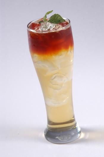 FRESH RED: Red espresso layers easily to make a refreshing, cool drink.