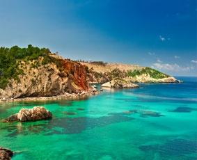 Ibiza - Une magnifique crique à l'eau bleu turquoise