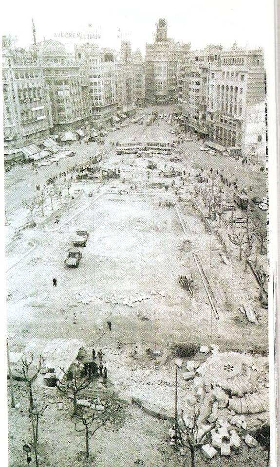 Remodelación de la Plaza del Caudillo para eliminar el mercado subterráneo de flores. Año 1961