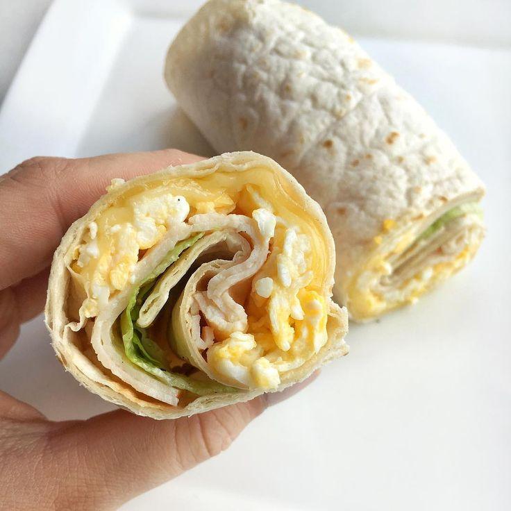 Laura Bliekendaal (@healthyfoodbylau) op Instagram: Wrappieee time! Wrap met scrambled egg (2 eieren + 1 eiwit), 2 plakjes kipfilet, plakje kaas en ijsbergsla.