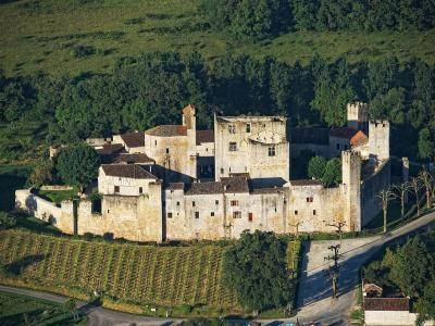 Larressingle plus beaux village de France Guide touristique du Gers Midi-Pyrénées