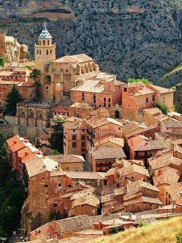 Albarracín, nombrada Monumento Nacional desde 1961 por su belleza e importancia histórica, Aragón.