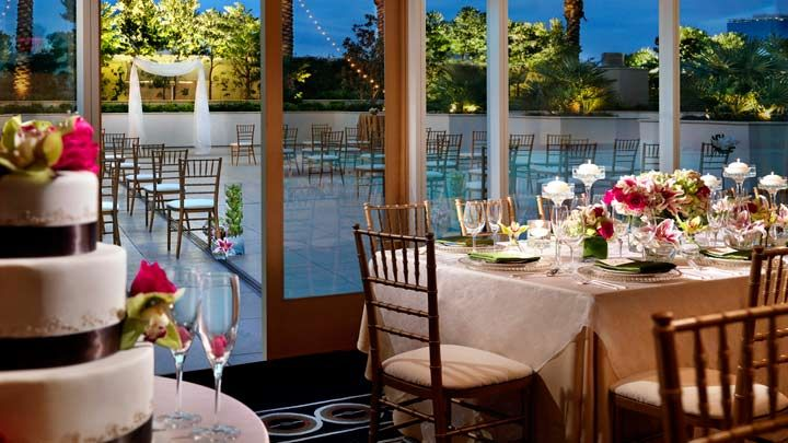 Empire penthouse wedding at trump las vegas las vegas for Las vegas wedding reception packages