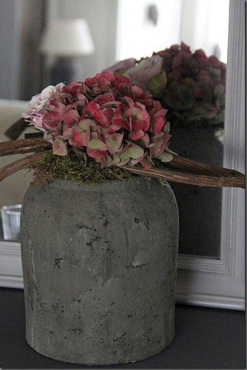 Wunderschöne Deko: Beton & Blumen...