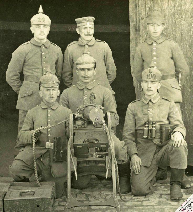 Servants d'une MG 08 montée sur affût traineau.