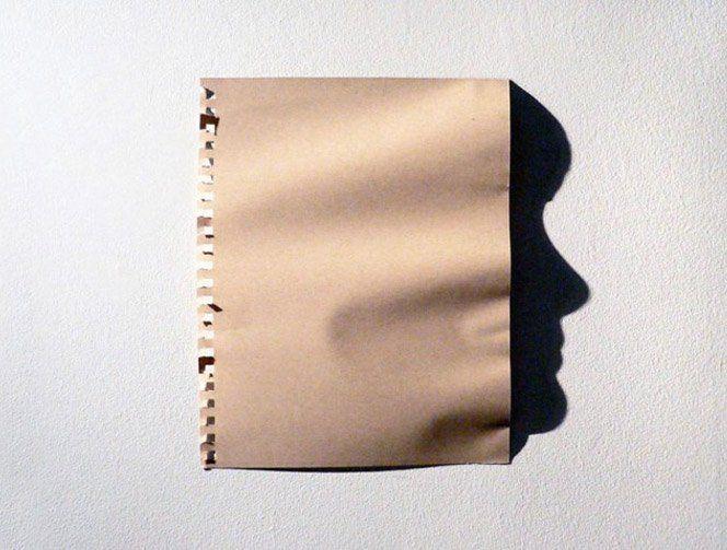 A artista japonesaKumi Yamashitacriou um projeto fotográfico com rostos formados por folhas de papel amassado. Técnica interessante.