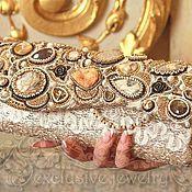 Купить или заказать сумочка ''Бархатный сапфир  '' в интернет-магазине на Ярмарке Мастеров. Очень вместимая и очень удобная сумочка с тонированными агатами, жадеитами и пиритовыми аммонитами -- отличный вечерний вариант. Внутри есть кармашки для телефона, ключей и пудры, но сумочка вместит намного больше!)))) Замочек клатча украшен декоратичными вышитыми деталями и стразами сваровски. К сумочке прилагается именной чехол, в котором очень удобно ее хранить. К...