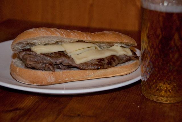 Panino con carne (cheesesteak all'italiana)