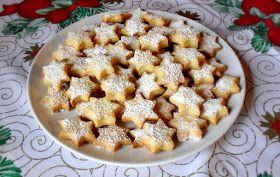 """Sterne gehören einfach zu Weihnachten - und erst recht diese Sterne!   Dieses Rezept gehört seit Jahren zu meiner """"Must Bake""""-Liste an Weihn..."""