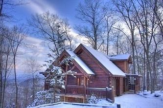 Enjoy The Winter At This 2 Bedroom Cabin In Gatlinburg
