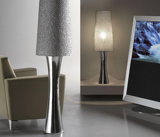 Wybierz oryginalne lampy stojące do salonu i stwórz w nim wyjątkowy nastrój!  W naszej ofercie znajdziesz klasyczne lampy podłogowe, nowoczesne lampy stojące, lampy podłogowe typu led oraz bogaty wybór lamp dekoracyjnych, które wspaniale podkreślą niepowtarzalny charakter twojego salonu i sypialni. Jeśli szukasz lampy podłogowej, ale jeszcze nie znalazłeś tej idealnej, koniecznie zapoznaj się z naszą ofertą. W naszym sklepie z pewnością znajdziesz lampę dla siebie
