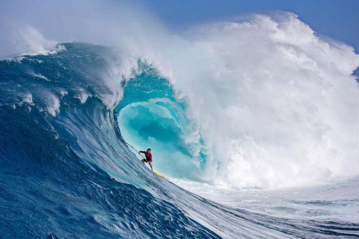 Está bien dejarse aconsejar pero sin perder el rumbo ......................... Pe'ahi está en la costa norte de Maui. A su gran ola la llaman Jaws (Tiburón). ......................... Fot.:FPompermayer | Surfer: KLenny #peahi #hawaii #eeuu #usa #surf #surfing #surfer #surfstyle #ola #wave #agua #water #oceano #ocean #mar #sea #deporte #sport #naturaleza #nature