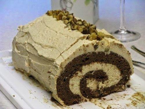 TutiReceptek és hasznos cikkek oldala: Gesztenyekrémes kakaós piskótatekercs – Mutatós és finom gesztenyés sütemény