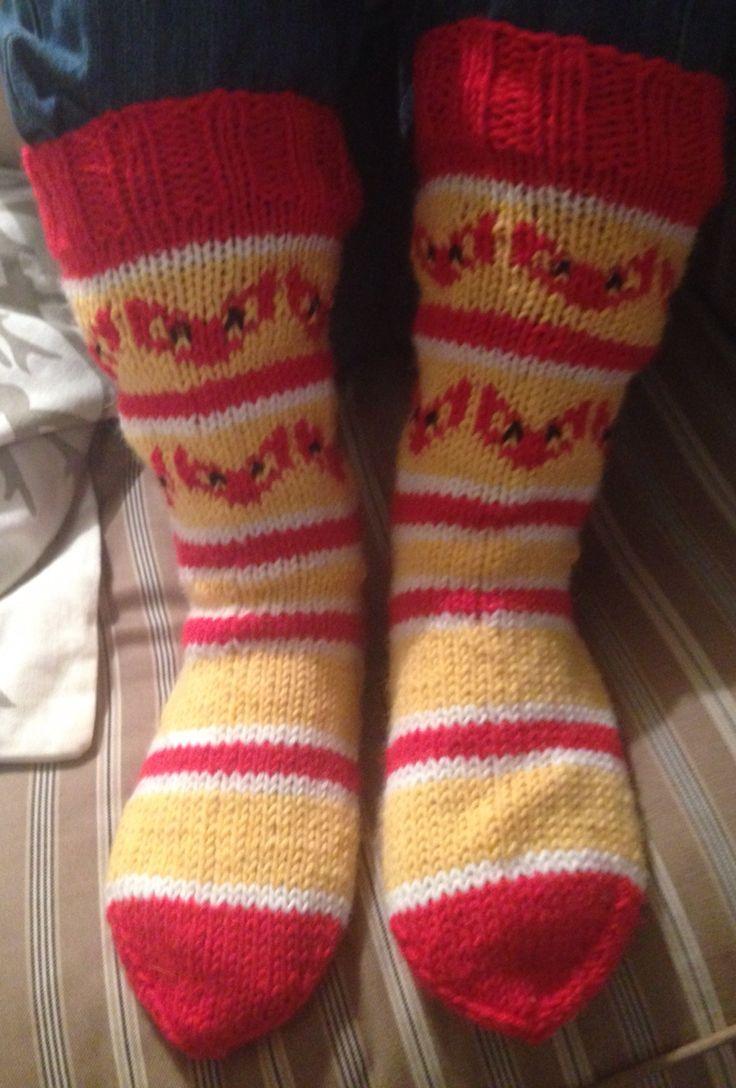 """Lapsen """"Kettukarkki""""-sukat. Lanka: Novita 7 veljestä, ohje: mukailtu Novitan ohjeista."""