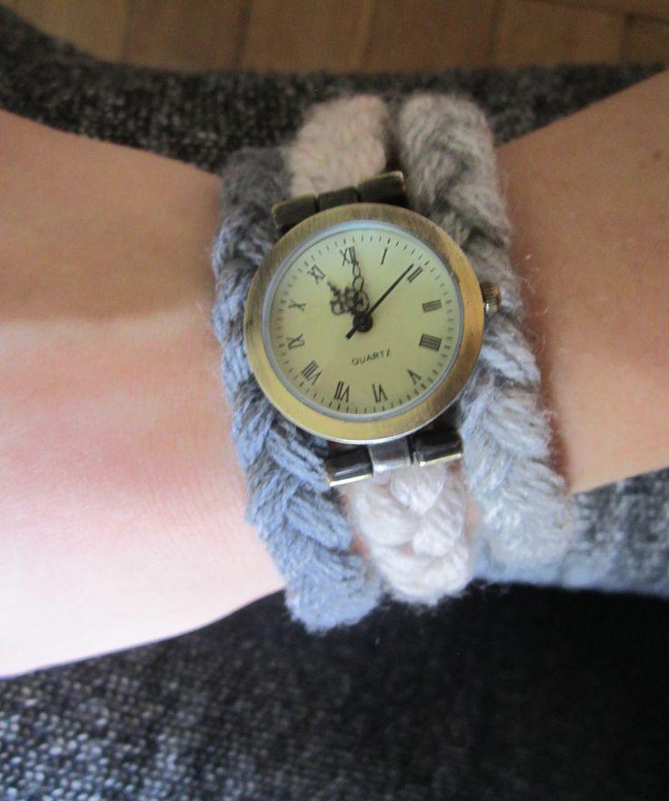 zegarek w wersji wełniano warkoczykowej / watch with woolen triple braid strap
