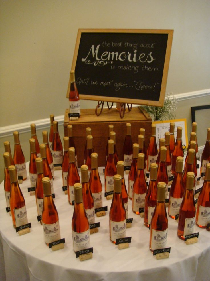 Special table of wine favors!