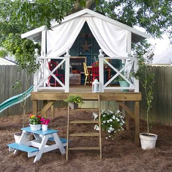 Check out this DIY kids' play house and learn how to make your own! (via the Handmade Home)