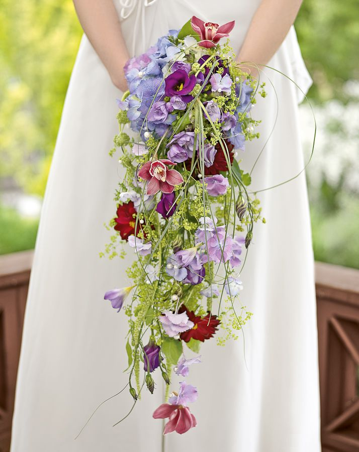 bridal bouquet lilac and berry, wasserfallstrauß