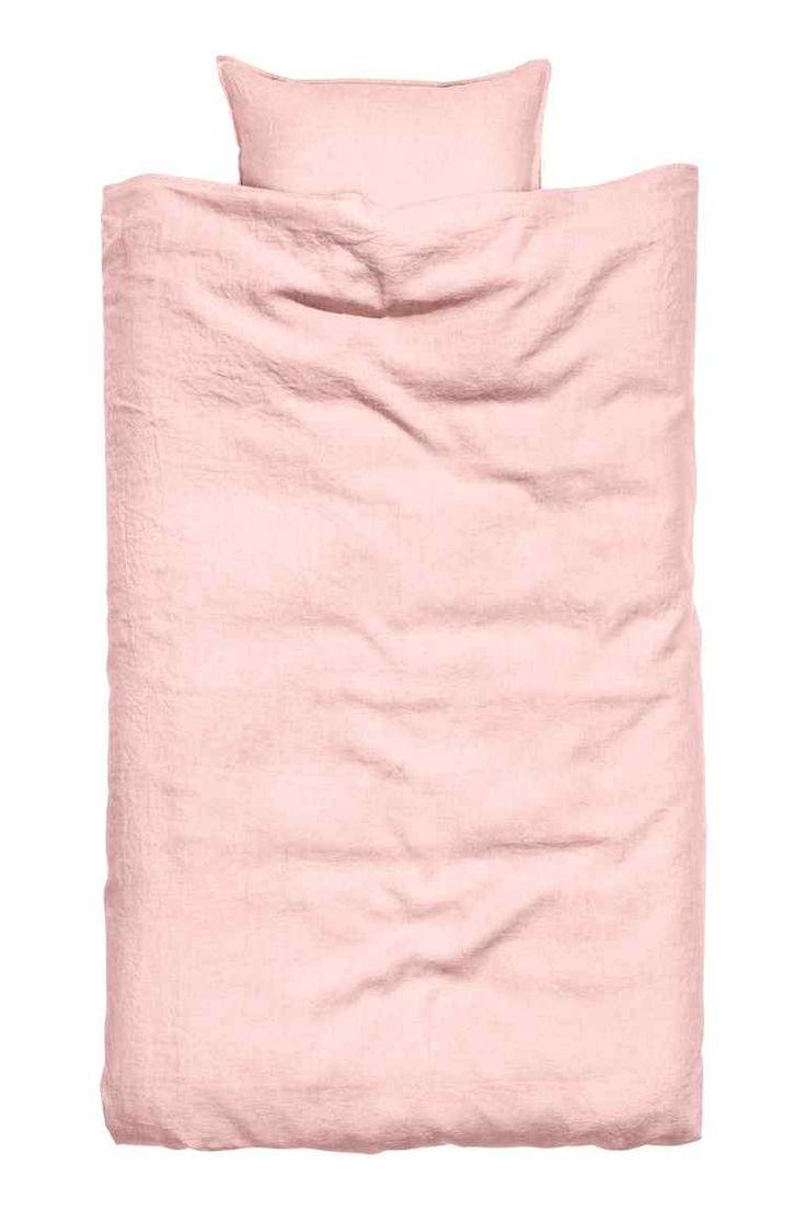 Parure de couette en lin: QUALITÉ PREMIUM. Parure en lin lavé avec bordure à couture double. Housse de couette fermée par boutons-pression métalliques dissimulés à la base. Une taie d'oreiller. Densité 41 fils/cm². Le séchage en machine permet de conserver la souplesse du tissu.