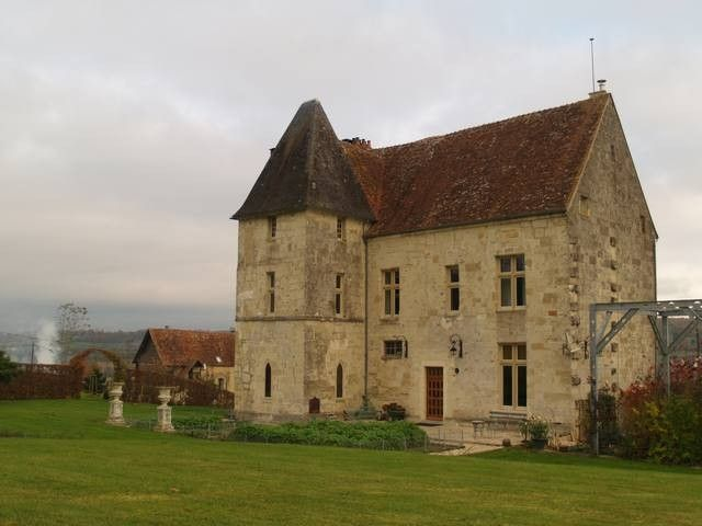 achat vente Manoir Médiéval a vendre  , dépendances, chapelle, maison de gardien Deauville , à 45 mn CALVADOS NORMANDIE