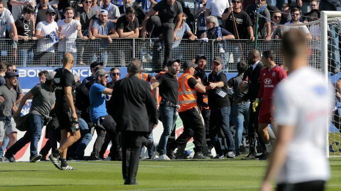 """Invité de franceinfo, lundi, le directeur général de la Ligue de football professionnel, Didier Quillot, indique que """"c'est le club de Bastia qui est responsable"""" de la prise à partie de certains joueurs de l'Olympique lyonnais lors du match Bastia-Lyon."""