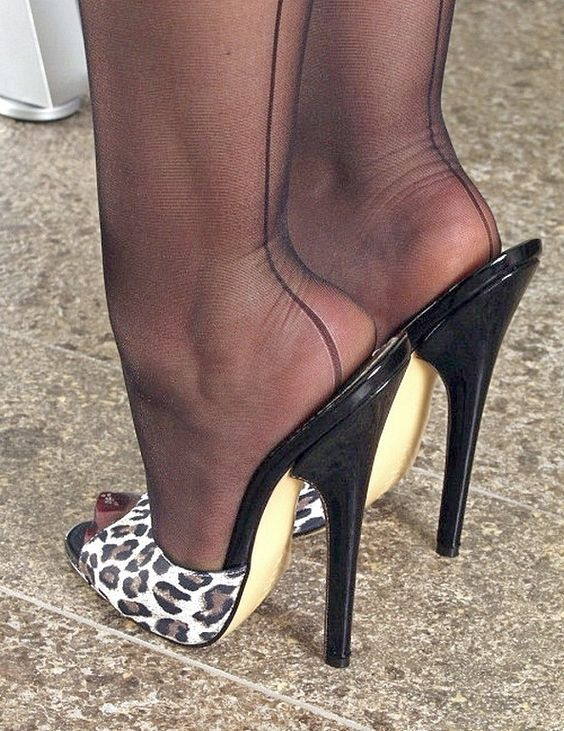 Sexy heels and high heels pumps two things women can not get enough of. Cheap heels are the ultimate accessory when it comes to matching sexy outfits, they can turn an ordinary dress into a stunning ensemble.