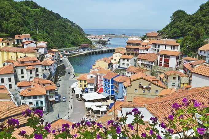 Cudillero, Asturias. Los 17 pueblos más bonitos de España | Skyscanner