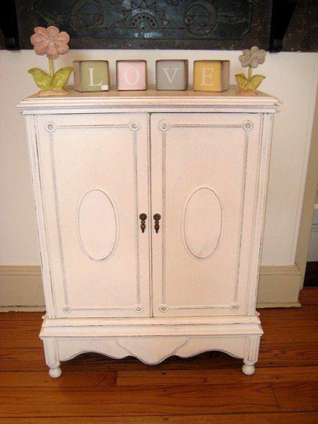 dekoratif dolaplar: Hanging Inside, Cottages Shabby, Antiques Cabinets, Dressers Redo, Dekoratif Dolaplar, Items Outfit Face, Antiques Vintage, Fearutr Merchandising, Decor Ev Dekoration
