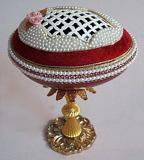 Hand-decorated Egg on Gilded Pedestal