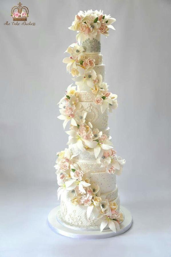 L'elegance  by Sumaiya Omar - The Cake Duchess SA - http://cakesdecor.com/cakes/265866-l-elegance