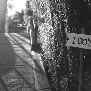 I do's sign