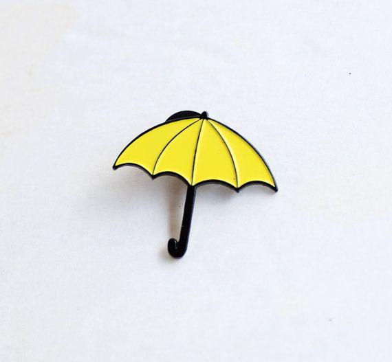 Pin de solapa de paraguas amarillo 1.25 por TheSilverSpider
