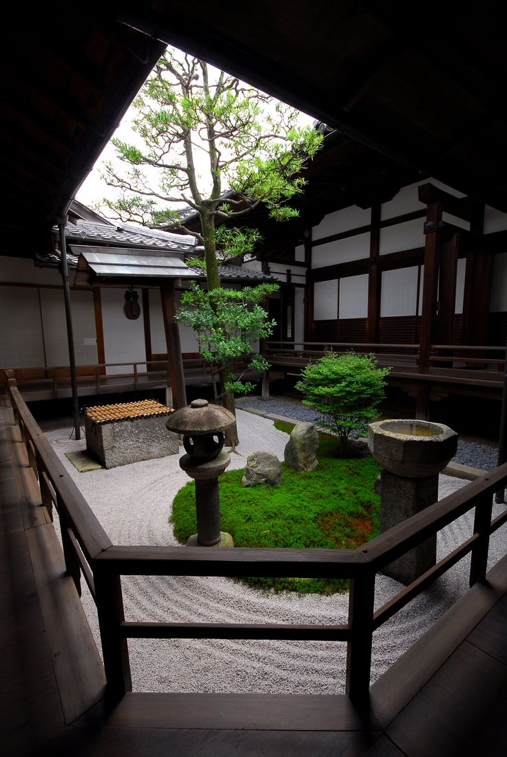 Small courtyard gardens known as tsubo niwas became popular in Japan during the 15th Century. The gardens were common in Japanese cities and were often found at the homes of wealthy merchants. These small gardens are still popular today especially where space is at a premium. These intimate spaces are created to provide a serene entrance to a home and are based on the principles of Japanese Zen Garden.