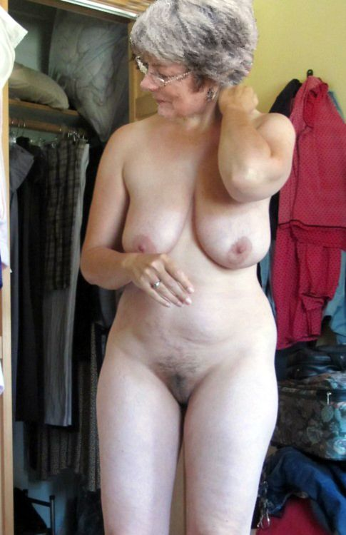 Granny family naked painting nude — pic 4