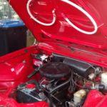 system gaśniczy zamontowany w samochodzie. chroni silnik zabytkowego pojazdu przed pożarem.