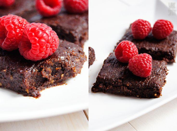 Wilk Syty: Brownie bez pieczenia. Zdrowe, naturalne, bez glutenu, jajek, masła i cukru.