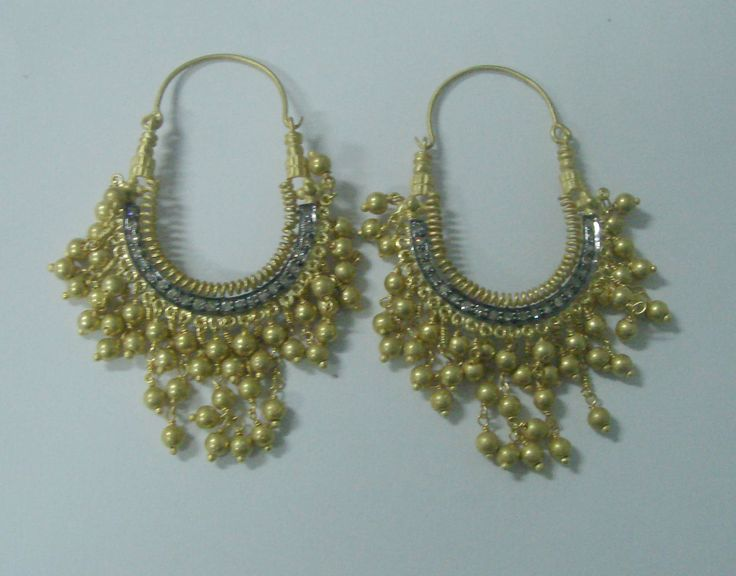 Hoop earrings in Gold plated silver beads.