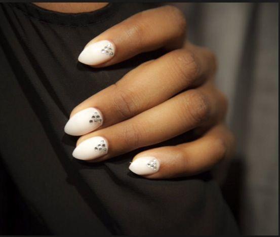 Simple Stiletto nails design