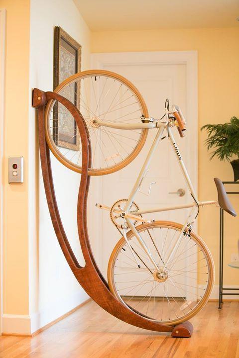 17 meilleures id es propos de support velo sur pinterest rack velo range velo et rack v lo - Support velo appartement ...
