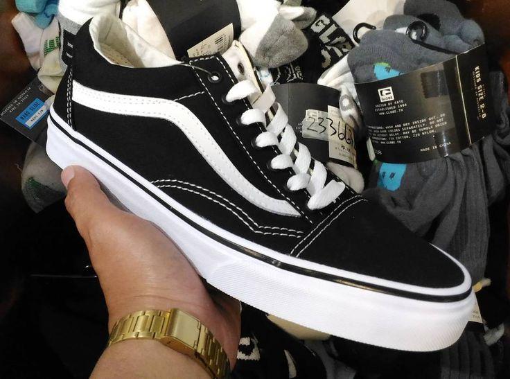 """211 Me gusta, 2 comentarios - 1st Hand Sneakers Online Store (@sneakersjava) en Instagram: """"Oldskool Black white full canvas  Brand new in box 100% original  100% garansi uang kembali jika…"""""""