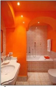 30 best images about bathrooms on pinterest bathrooms for Orange and brown bathroom ideas