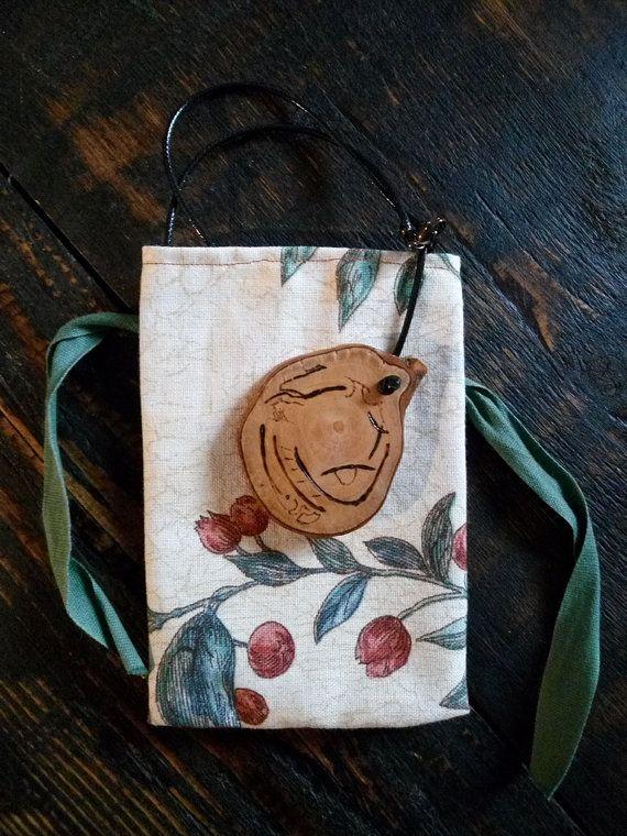Collana con pendente in legno di ulivo di GiocodiGesti su Etsy