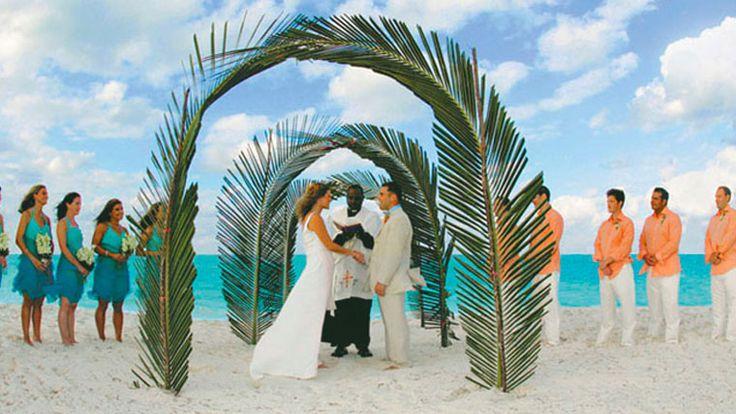 A beautiful beach wedding in the #Bahamas  Read more on>http://weddingstreet.in/…/a-beautiful-beach-wedding-in-the-… #WeddingBudget #WeddingPlaning #WeddingDecor #ThemeWeddings #WeddingFashion #CelebrityWedding